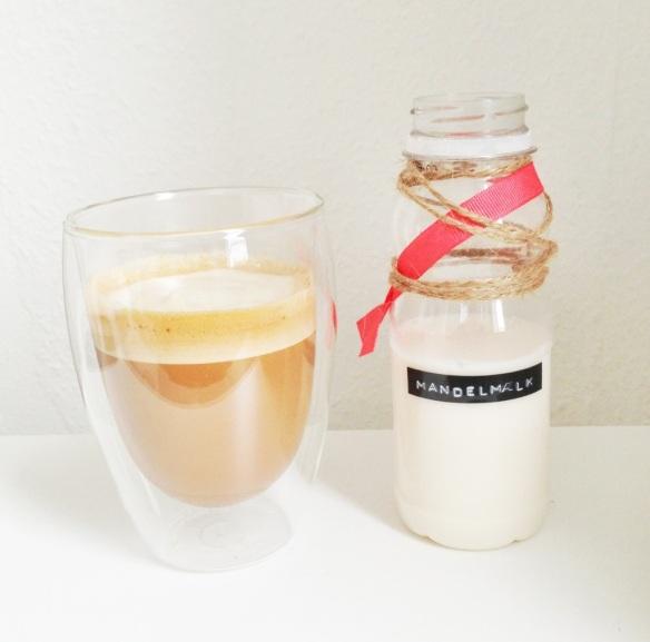 Hjemmelavet mandelmælk