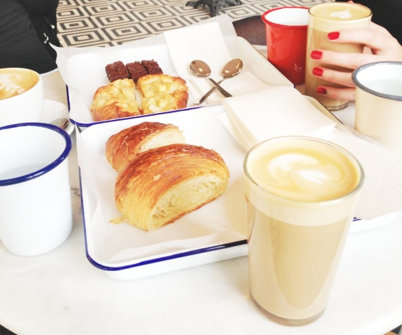 Croissant og kaffe på Mirabelle