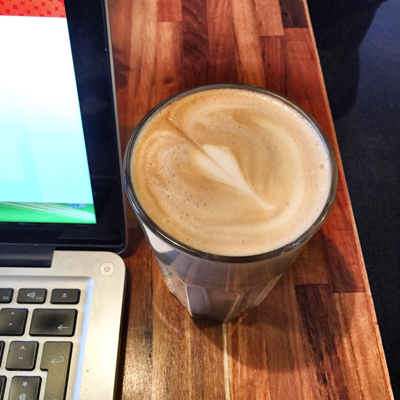 Kaffe på Kaffeladen og Yelp