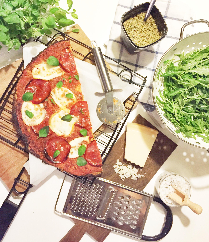 Blomkålspizza med chorizo og mozzarella (BÆST style)