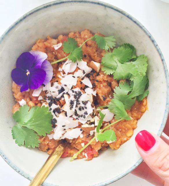 Aftensmad til morgenmad: Linsesuppe med kokos og mandler
