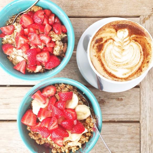 Acai bowls og latte